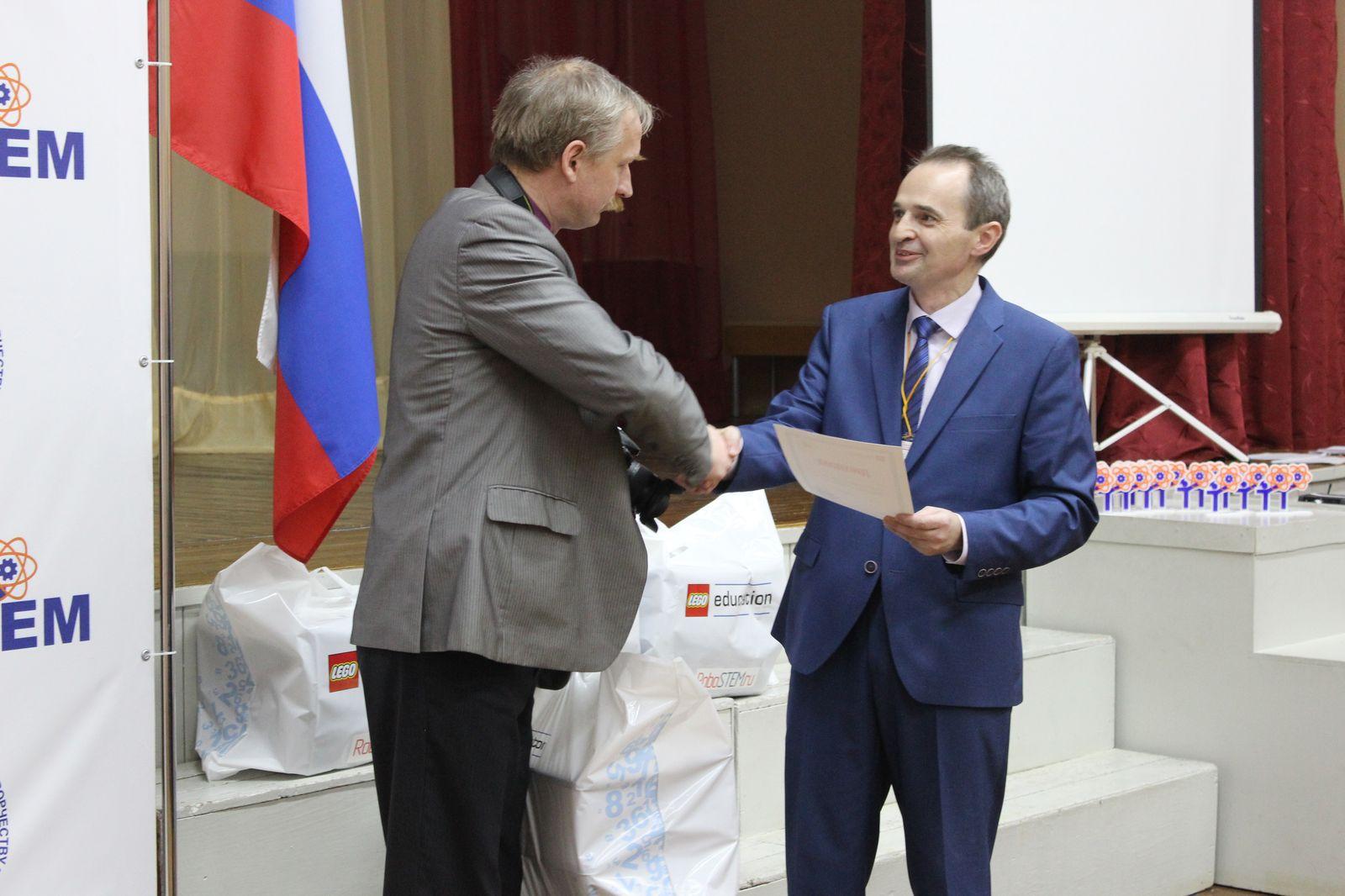 """Приз """"Самая эффективная команда"""" получает Лицей №17 города Северодвинска"""